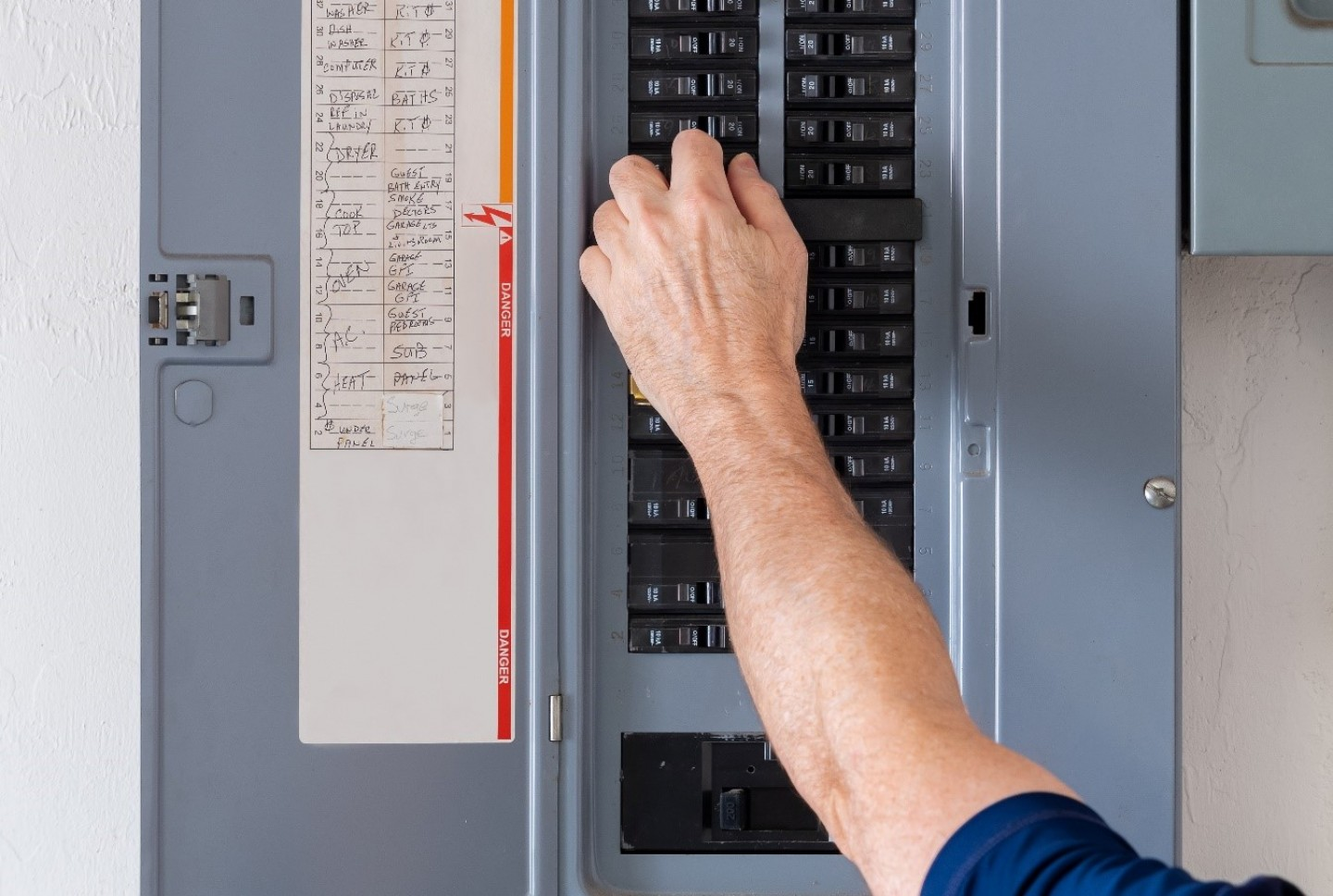 how to test a circuit breaker